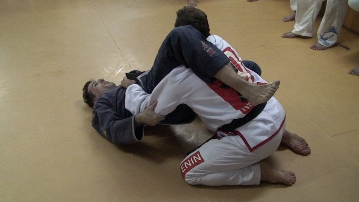 Bear Hug to Armbar- (in Portuguese)