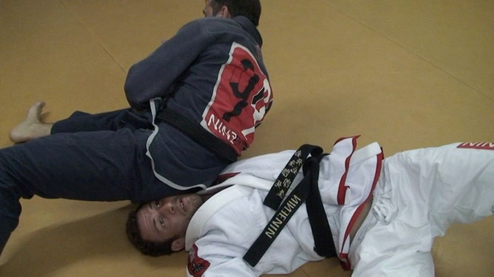 Turtle Sweep to Armbar – (in Portuguese)